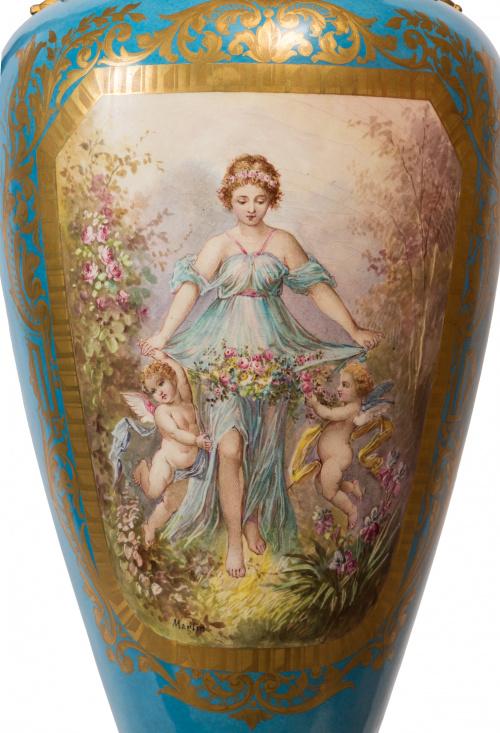 Importante pareja de jarras a la manera de Sévres en porcel