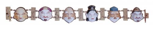 Brazalete con seis Dioses de la Fortuna en pocelana policro