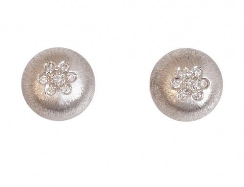 Pendientes con rosetón de brillantes en botón semiesférico