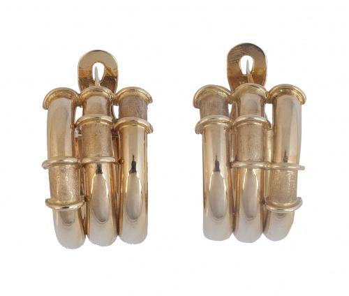 Pendientes criollas anchas con tres gallones adornados por