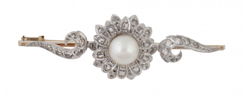 Broche de pp. S. XX de diamantes con flor central adornada