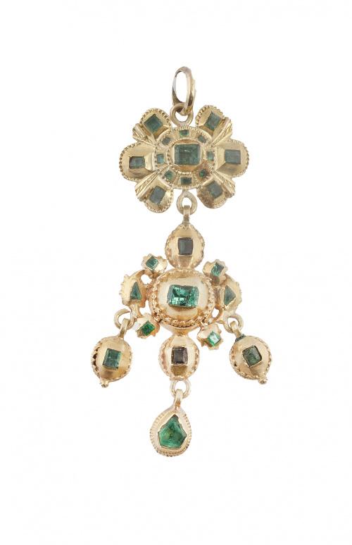 Colgante de esmeraldas S. XVIII-XIX con flor superior de la