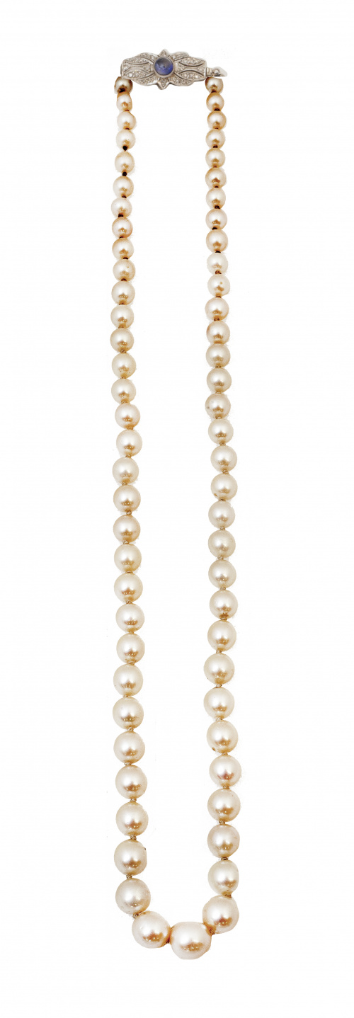Collar de perlas Art-Decó de platino y brillantes de talla