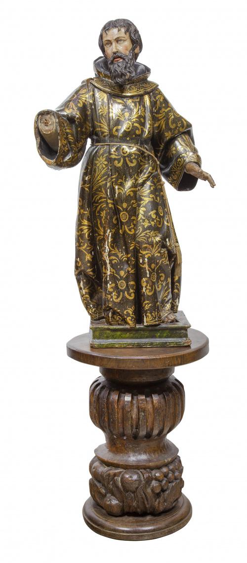 """Santo"".Escultura en madera tallada, policromada y dorada"