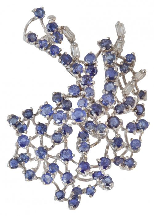 Broche de zafiros y diamantes talla baguette engastados a d