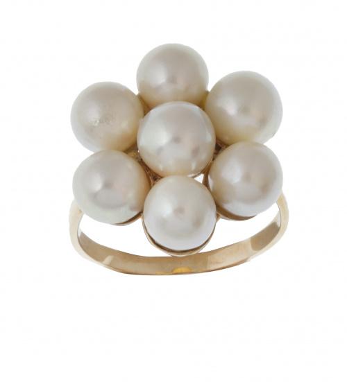 Sortija con seis perlas de 6,5 mm que componen una flor