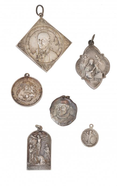 Lote de seis medallas S. XVII a XX de diferentes tamaños y
