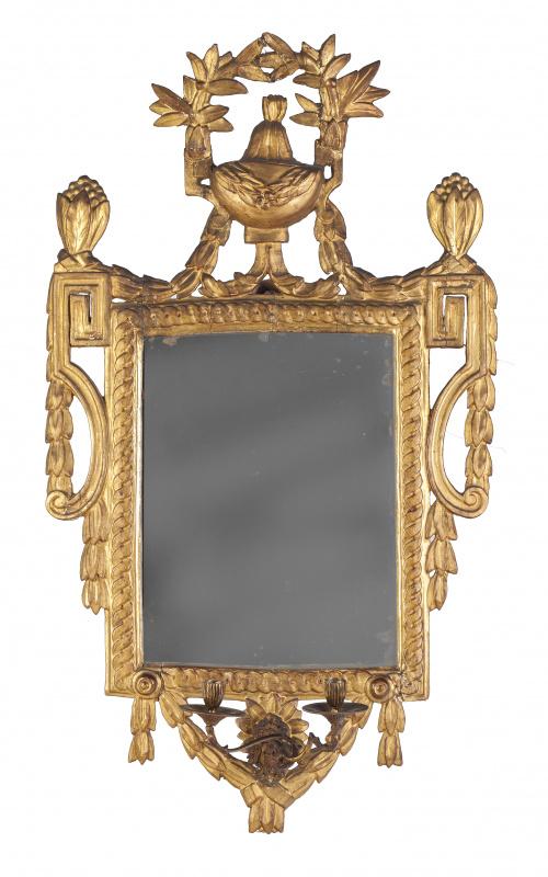 Cornucopia Carlos IV en madera tallada y dorada con dos apl