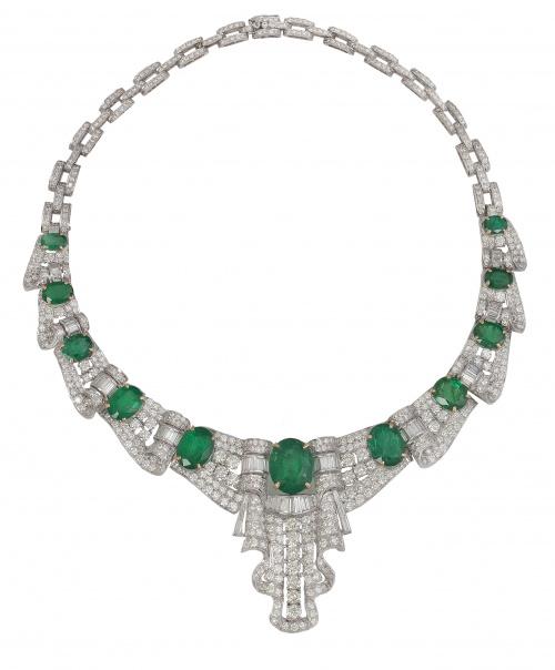 Conjunto de collar y pendientes de esmeraldas, brillantes y