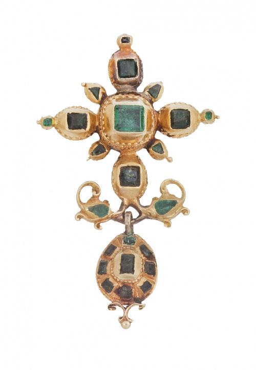 Cruz colgante de esmeraldas S.XVIII-XIX con botón colgante