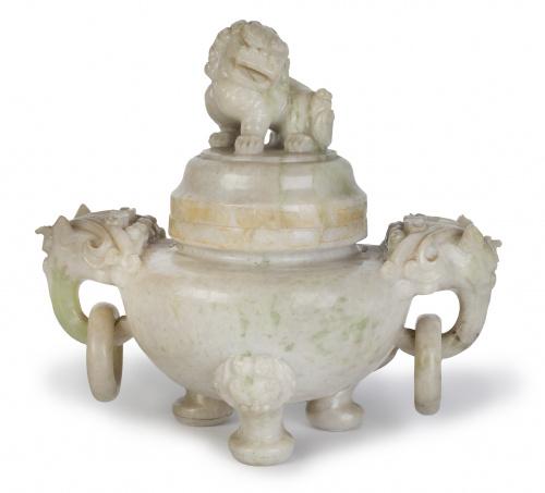 Incensario de jade blanco tallado, rematado por una quimera