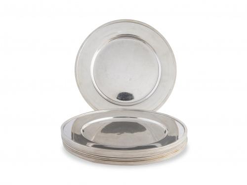 Diez bajo platos de plata en su color, con marcas. S. XX.