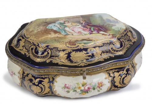 Caja en porcelana esmaltada siguiendo modelos de Sèvres, úl