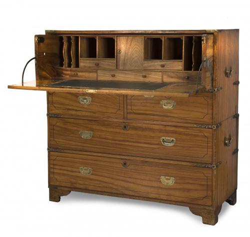 Cómoda - escritorio militar de madera de alcanfort.Inglat