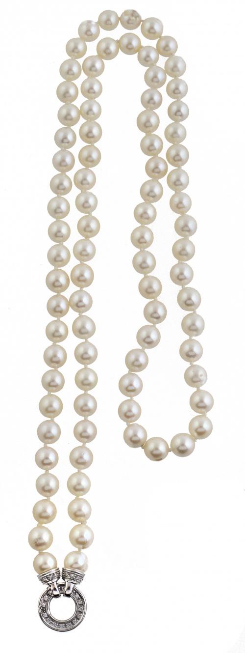 Collar largo de un hilo de perlas cultivadas con cierre cir