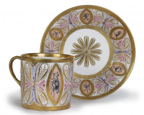 Dos tazas de porcelana esmaltada y doradas a fuego.h. 180