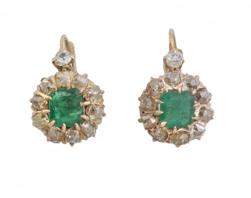 Pendientes rosetón S. XIX con esmeraldas talla esmeralda or