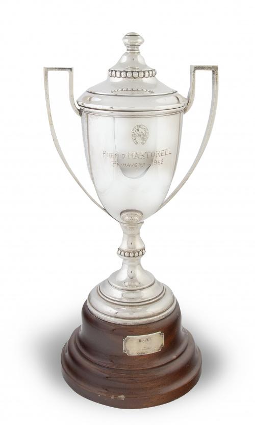 """Copa de metal con leyenda """"premio Martorell"""" de hipica, 196"""