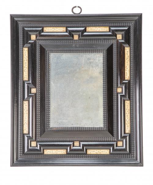 Pareja de espejos en madera ebonizada y aplicaciones de hue