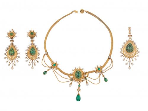 Aderezo c.1840 formado por collar pendientes y colgante de