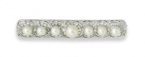 Broche placa años 30 de brillantes con cinco perlas en mont