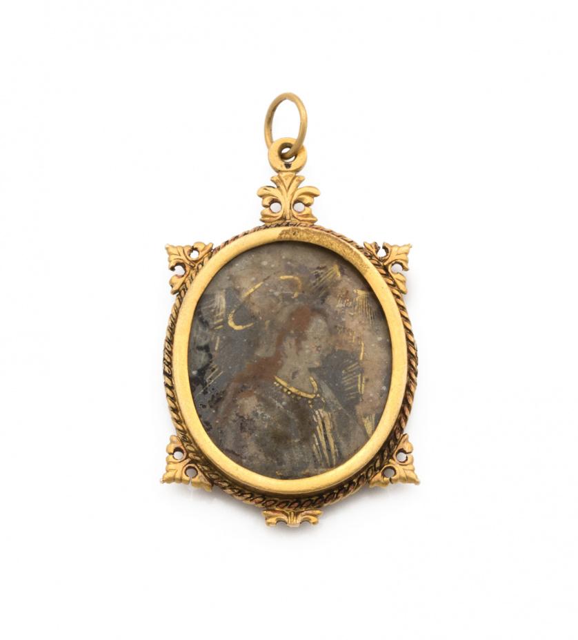 Colgante s.XVII con miniaturas en cristal pintado y marco o