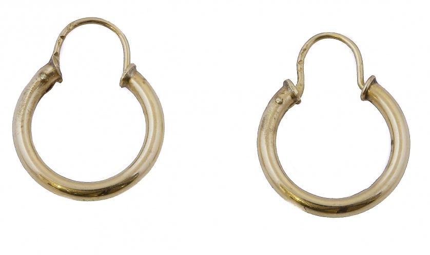 Pendientes criollas de sección tubular en oro amarillo de 1