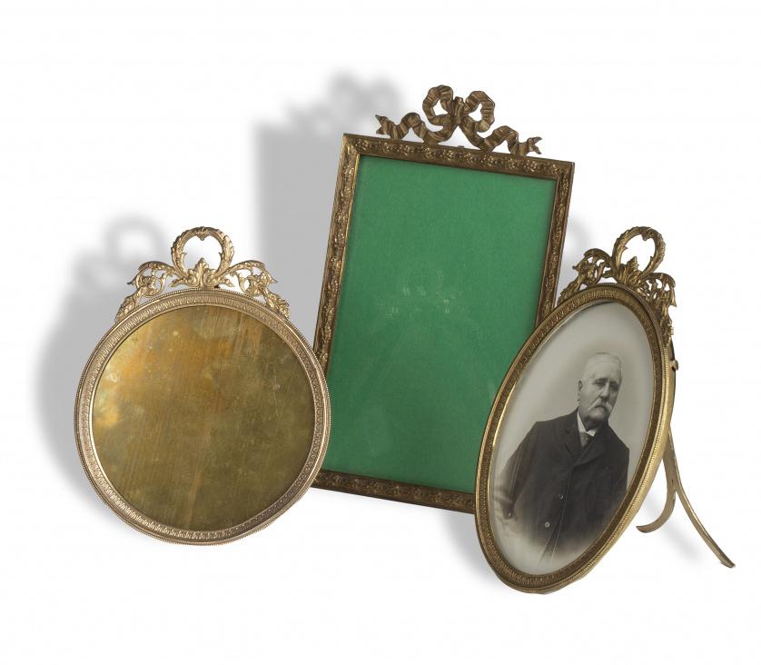 Marco circular de fotos, estilo Luis XVI rematado con hojas
