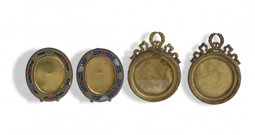 Juego de dos marcos Napoleón III de bronce dorado de estilo