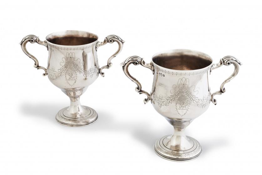 "Pareja de ""loving cups"" neoclásicas Jorge III, de plata en"