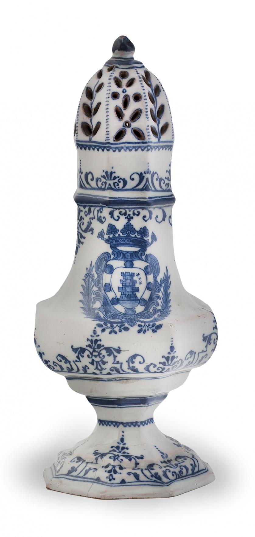 Azucarero de cerámica esmaltada en azul de cobalto con escu