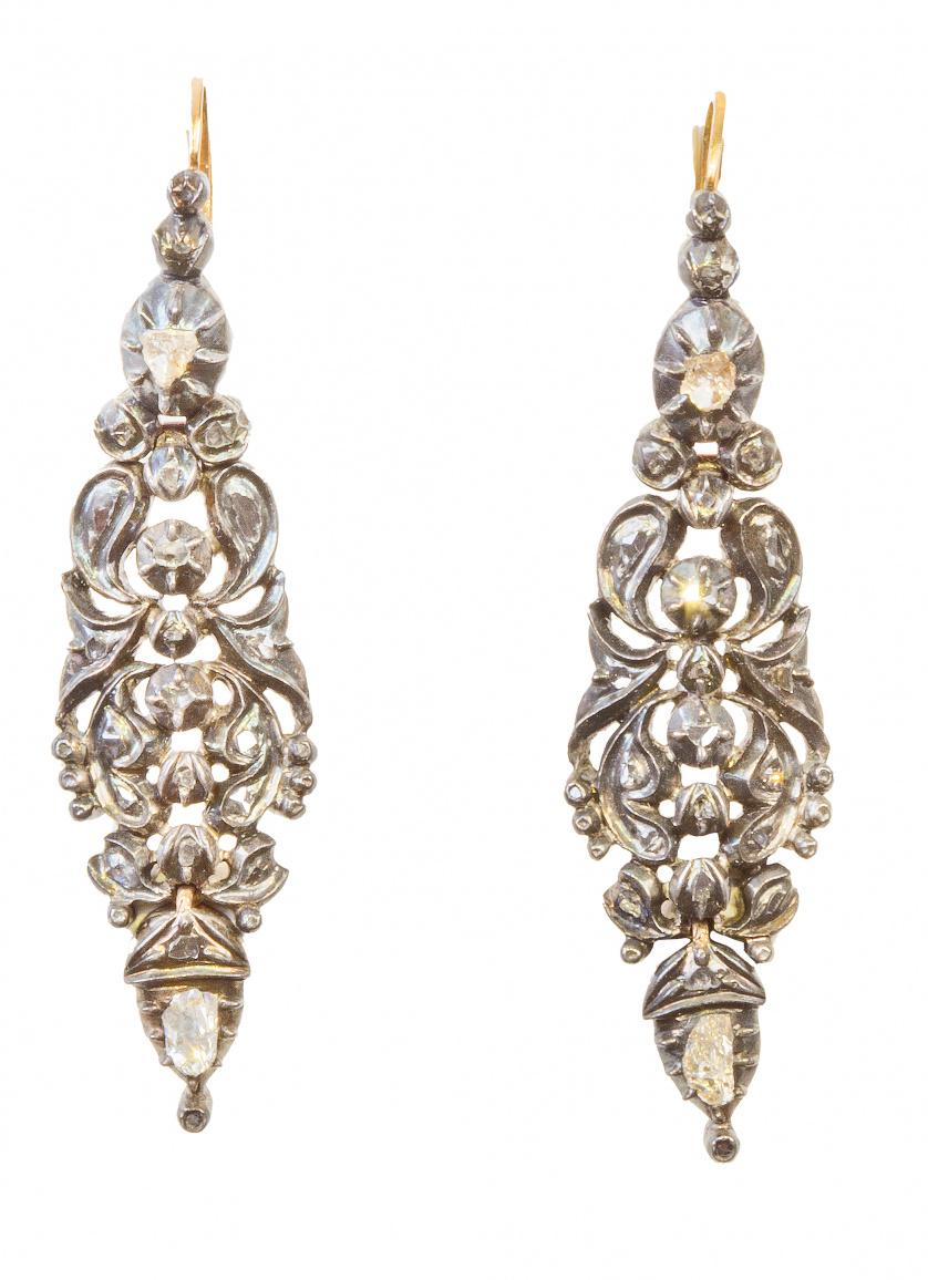 Pendientes largos S. XVIII de diamantes talla rosa en motiv