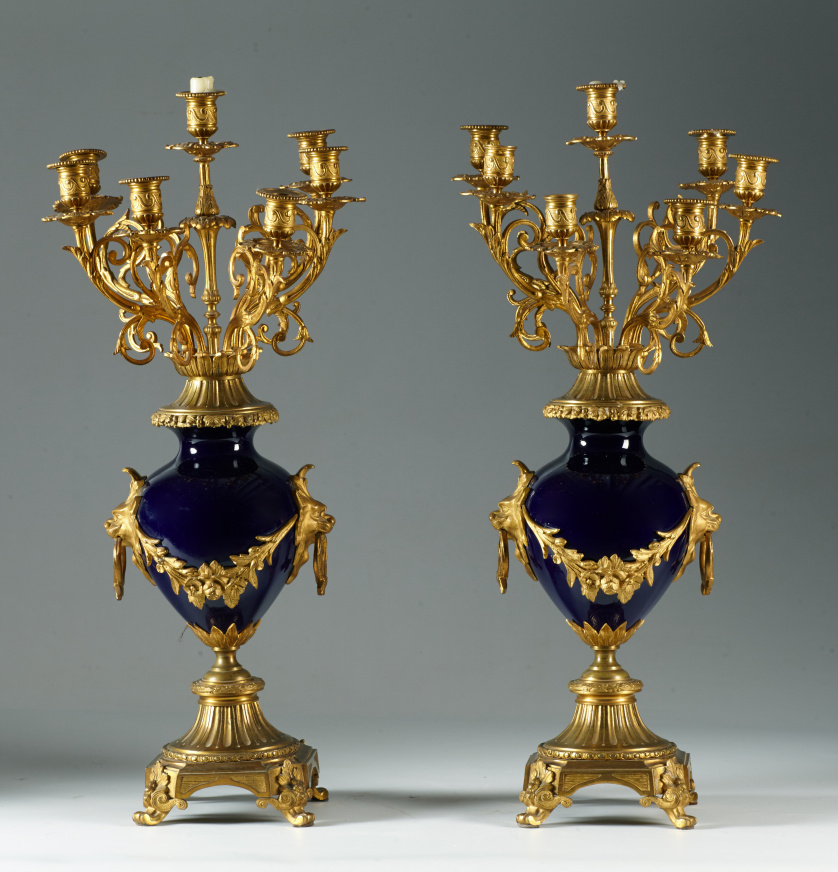 Pareja de candelabros Napoleón III de porcelana esmaltada d