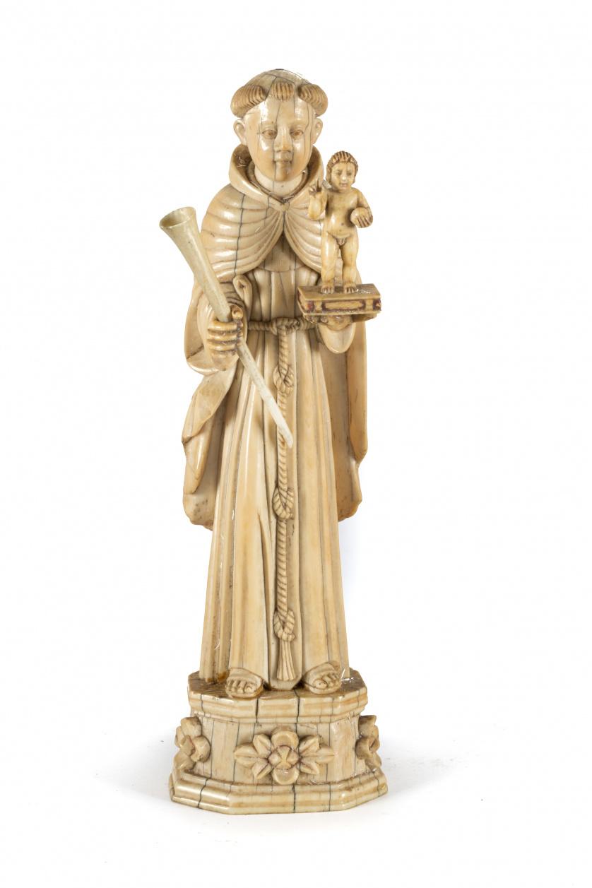 """""""San Antonio de Padua"""" escultura exenta en marfil tallado."""