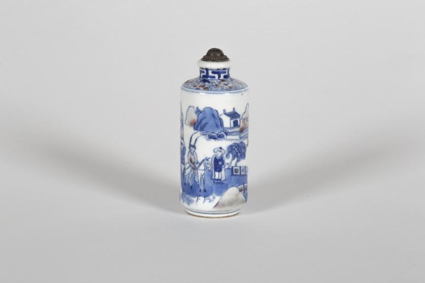 Snuff bottle, con escena de una fortaleza y caballero, en c