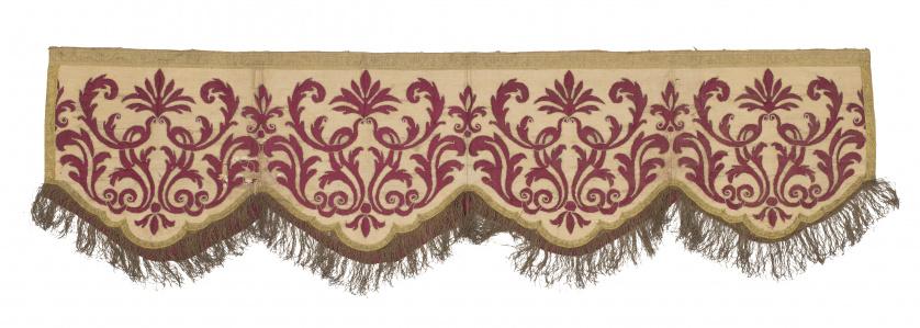 Baldaquino con aplicación de hojas en raso de seda, rematad
