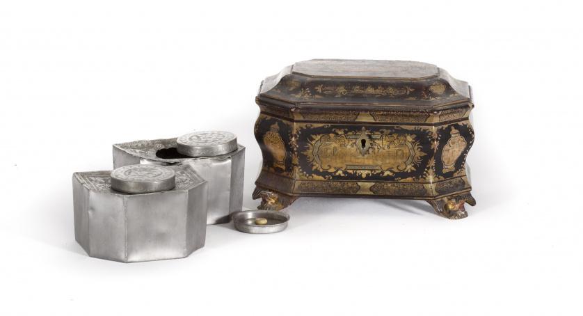 Caja para té en madera  lacada y dorada, con botes de estañ