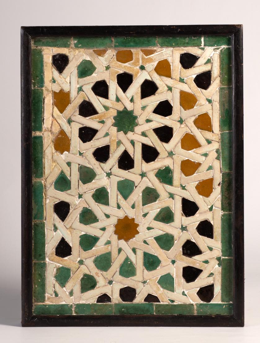 Panel en cerámica mudéjar con decoración en cuerda seca de