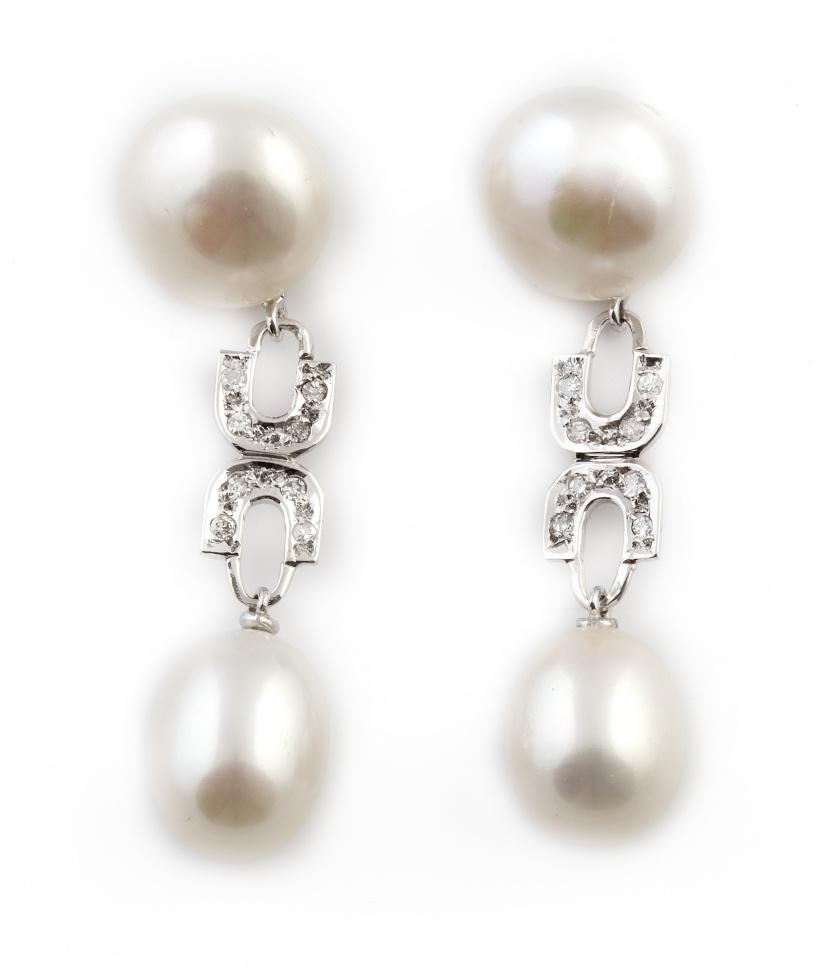 Pendientes largos con perla abotonada y perilla de perla co
