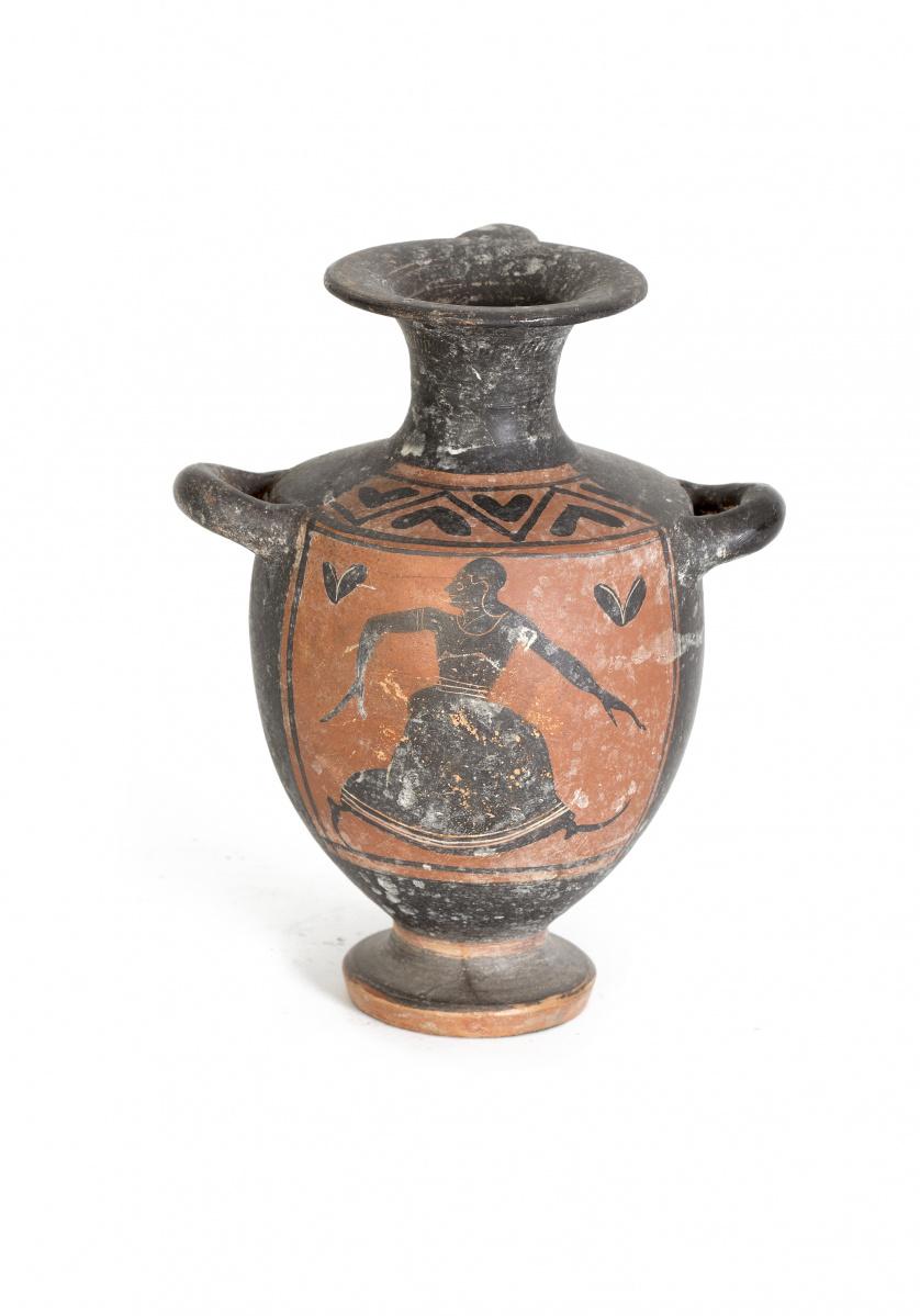 Rarísima hidria de cerámica negra según la técnica de las f