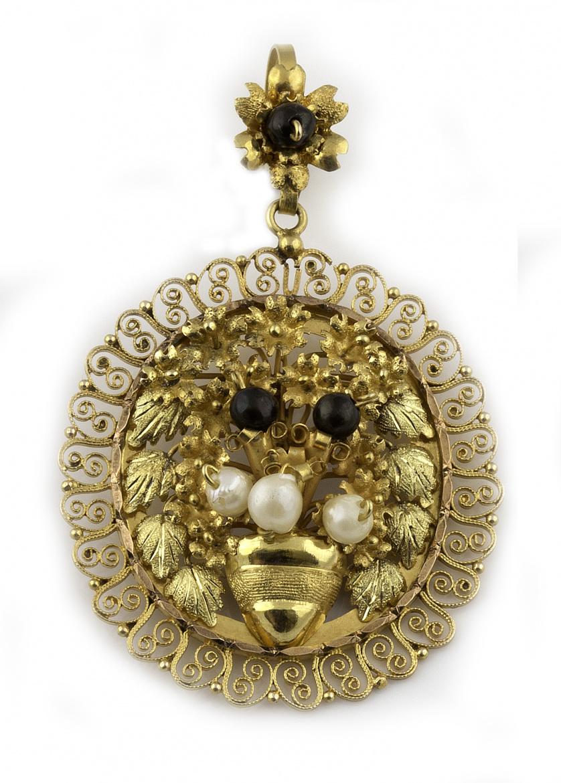 Colgante oval mexicano en oro de 14 K. con centro floral ad