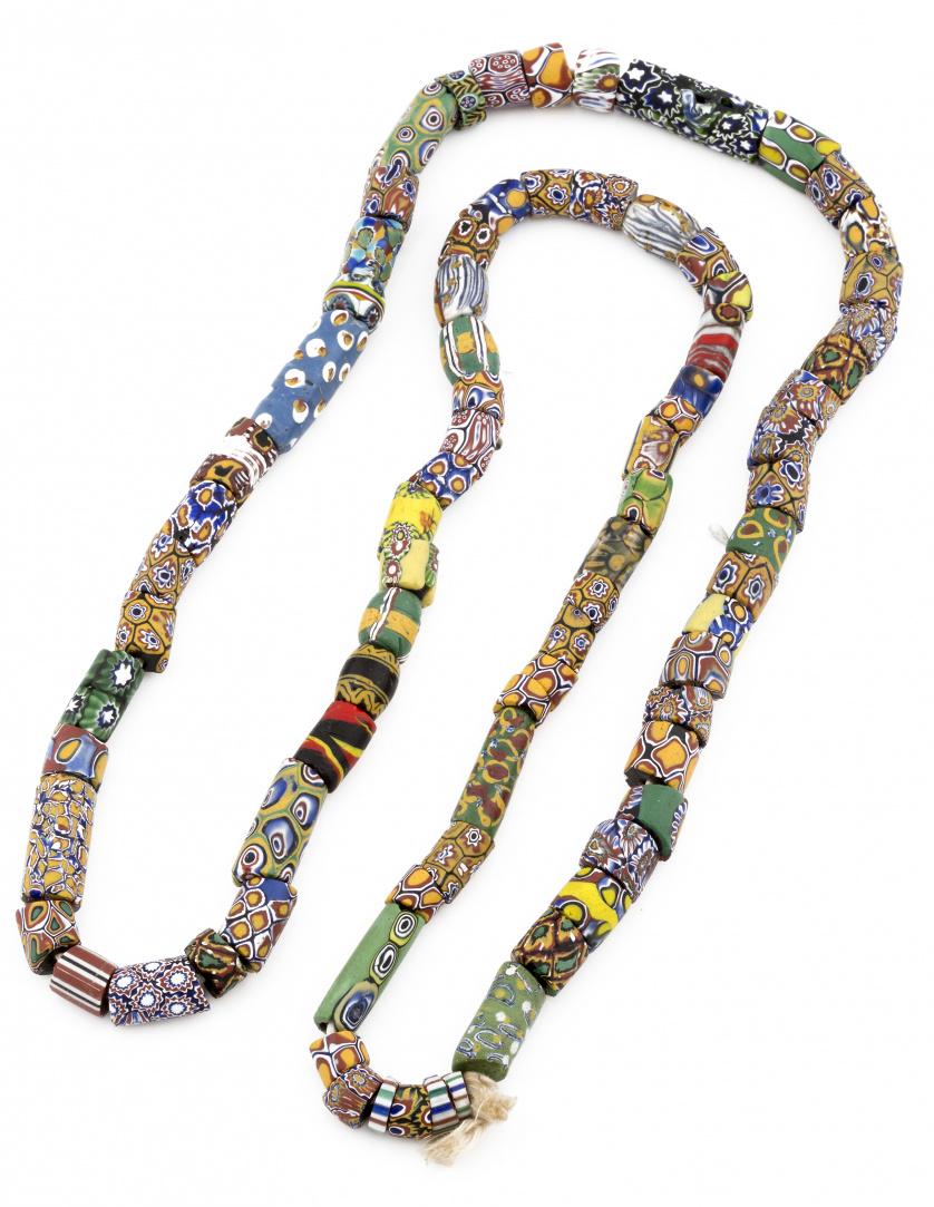 Collar africano de cuentas de trueque realizadas en vidrio