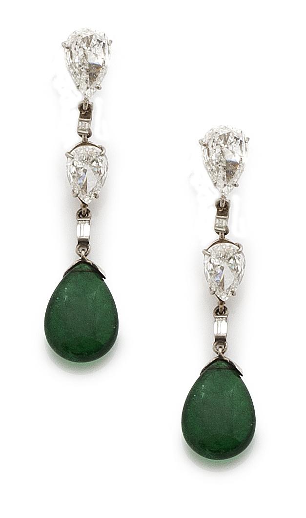 Delicados pendientes largos Art-Decó con gotas de esmeralda