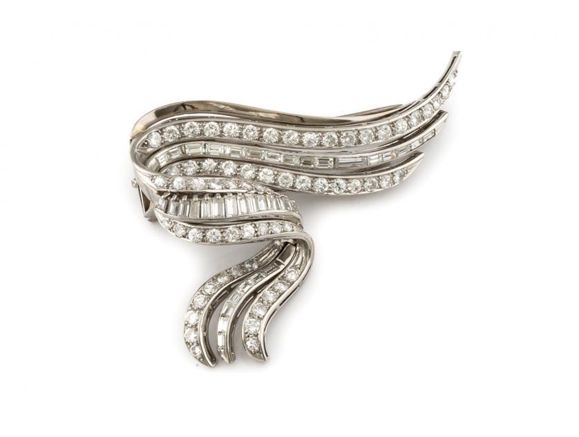 Broche de platino brillantes y baguettes años 50 con diseño