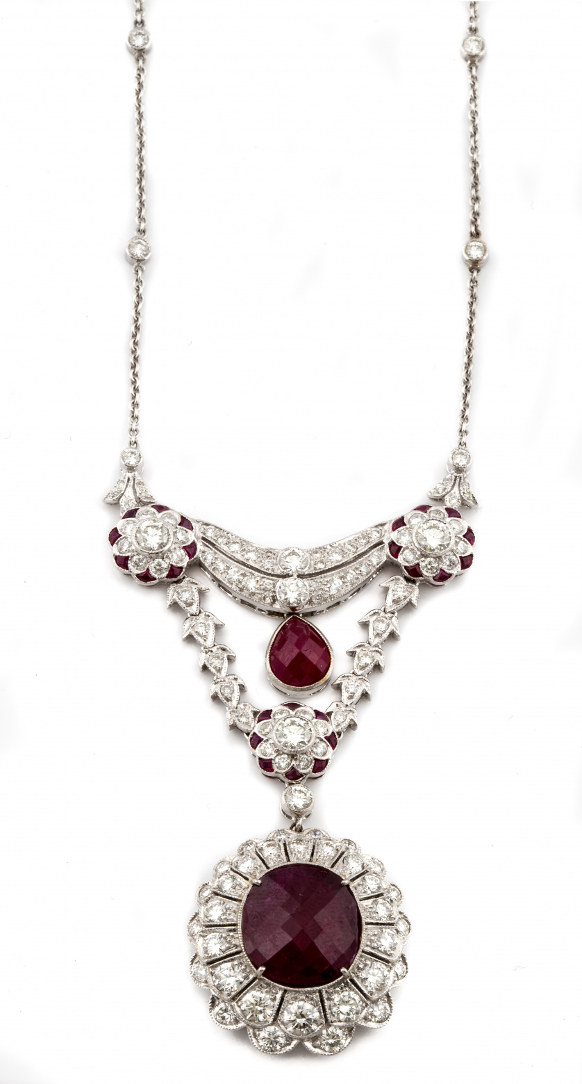 Collar de rubíes y brillantes estilo Belle Époque, con colg
