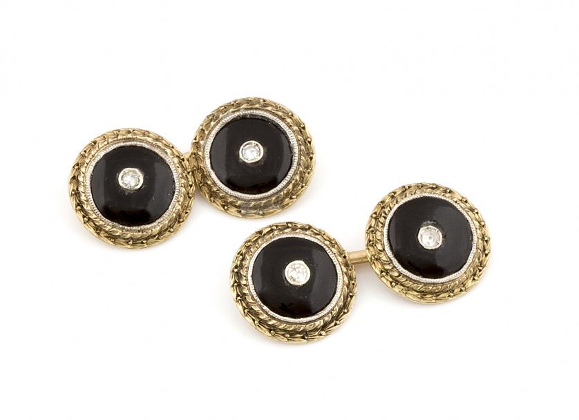 Gemelos dobles con piezas circulares de esmalte negro con c