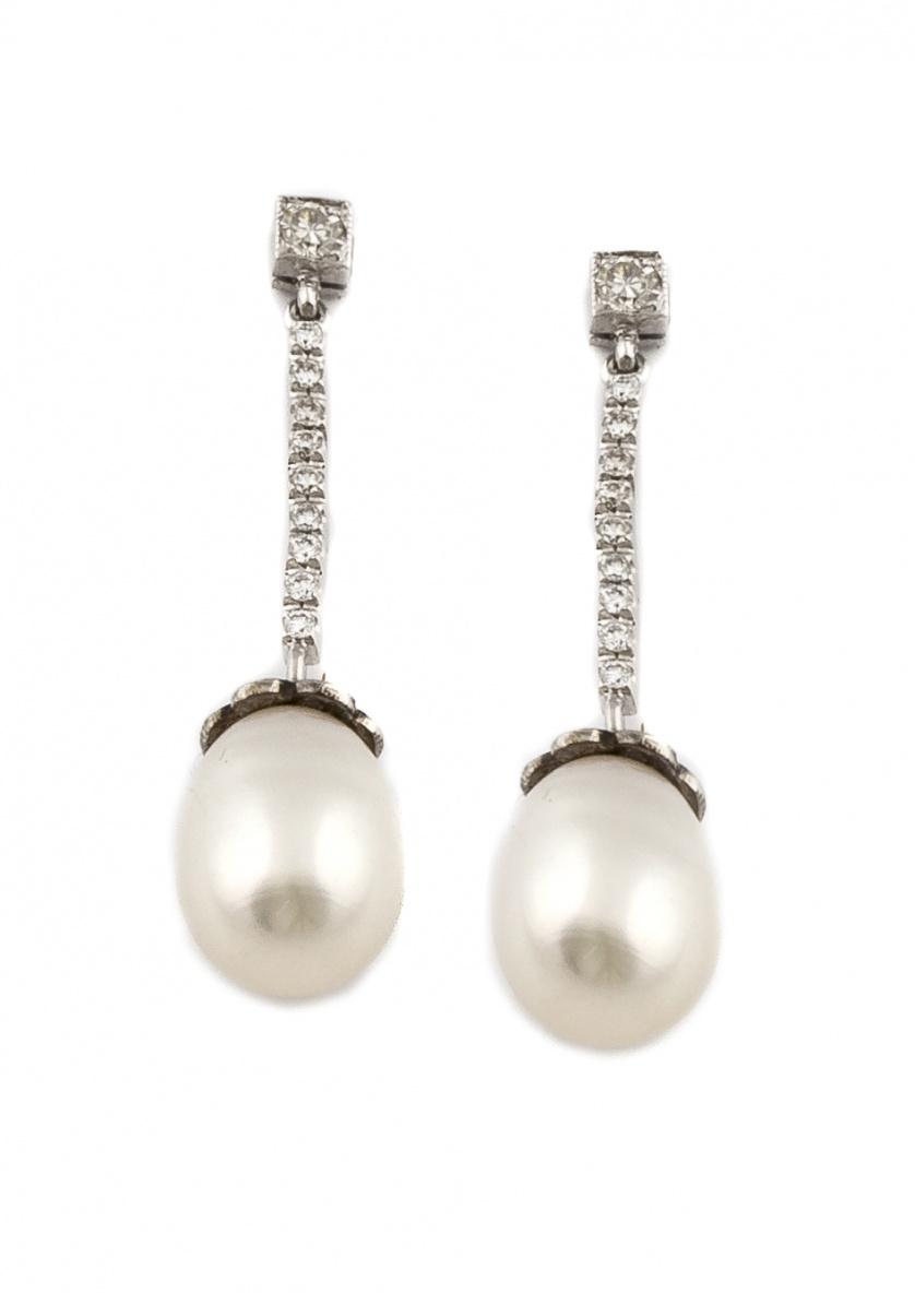 Pendientes largos con perillas de perlas australianas que p