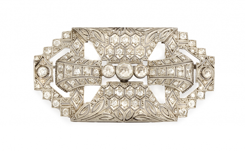 Broche placa Art-Decó en platino con diseño geométrico cala