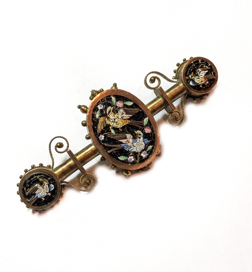 Broche de micromosaico italiano S. XIX con tres motivos ova