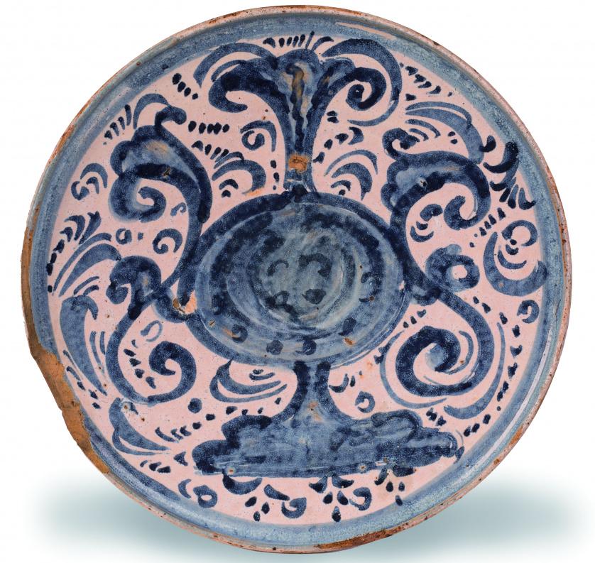 Salvilla de cerámica esmaltada en azul de cobalto, con un j